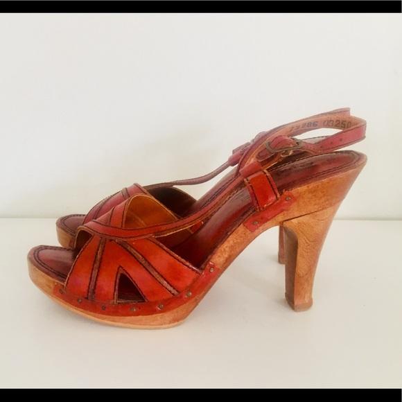 ab914a8b1 Vintage Platform Clog Sandals Wood Heels 7. M 5ac2cc863316279871bbfd6f